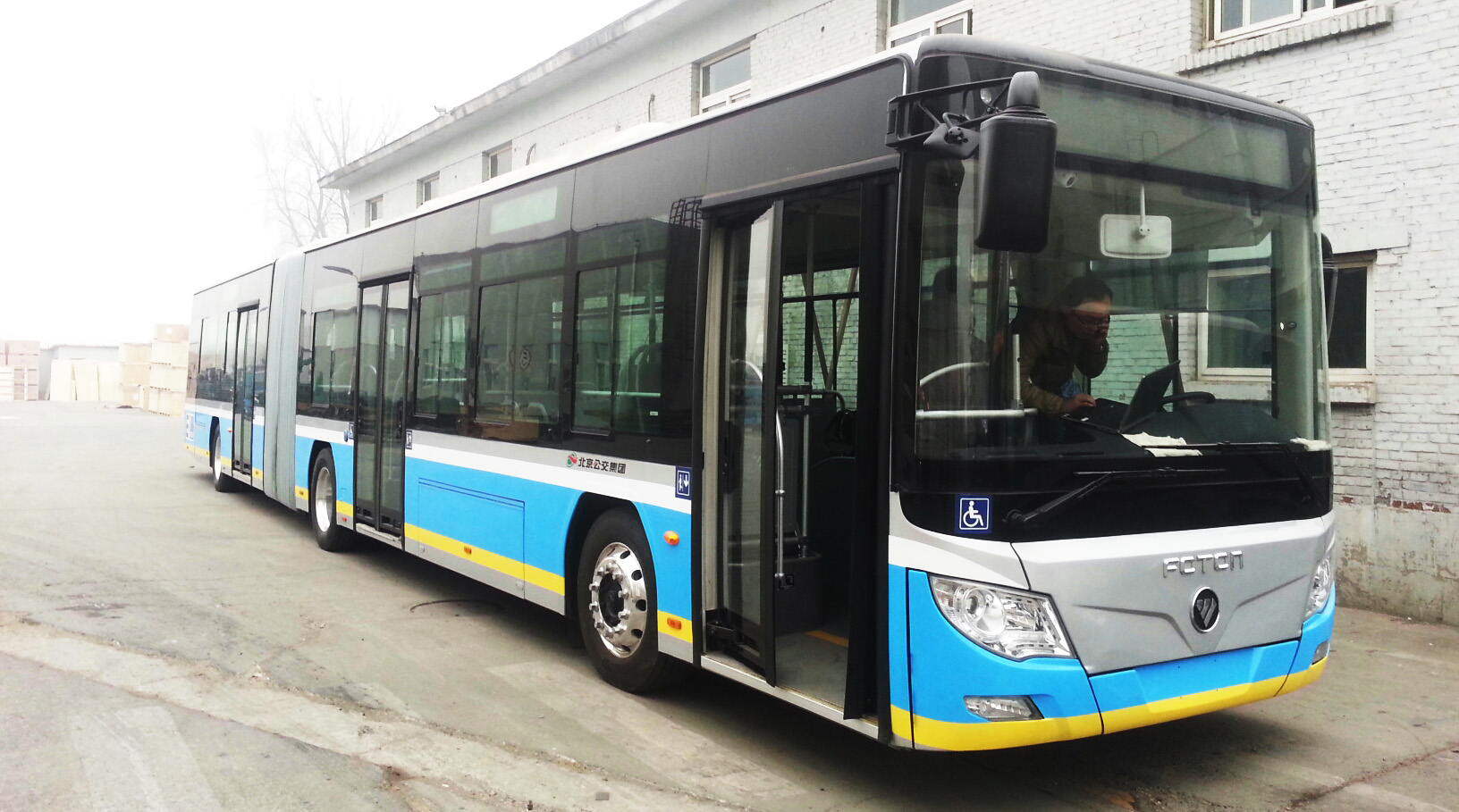 The Foton 18m bus is equipped with TM4's SUMO HD electric motor and inverter.