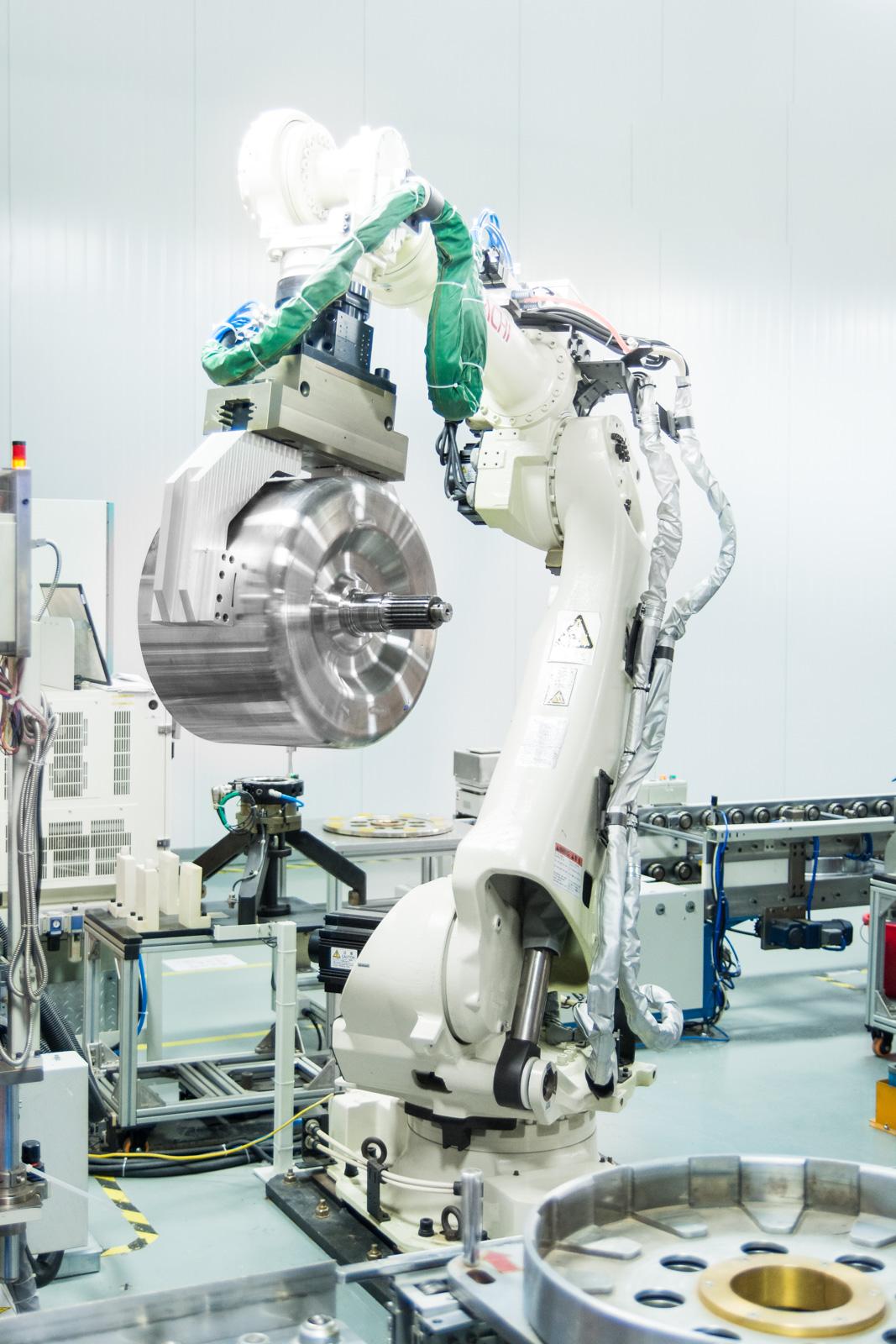 TM4 SUMO rotor taken by robot arm